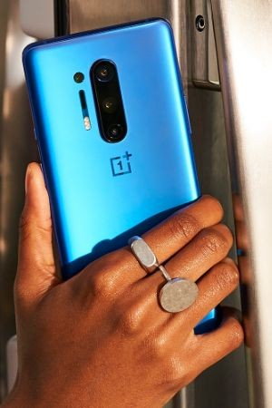 BUS-back-to-school-oneplus-blue-phone-hand