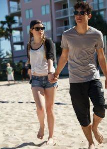 back-to-school-hollister-teens-beach-clothing